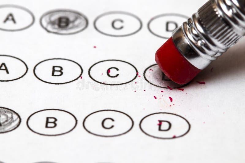 Znormalizowany quiz lub wynika testu prześcieradło z wieloskładnikowego wyboru answe zdjęcie royalty free