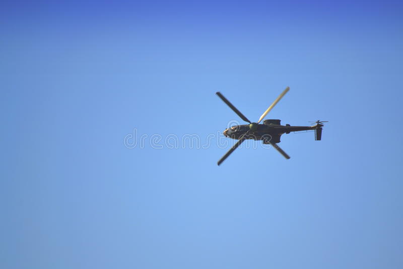 Zoals-532 AL Cougar-vlieg zijdelings stock foto's