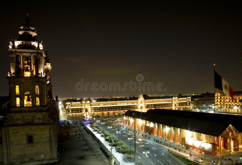 zocalo ночи Мексики города собора столичное стоковые фото
