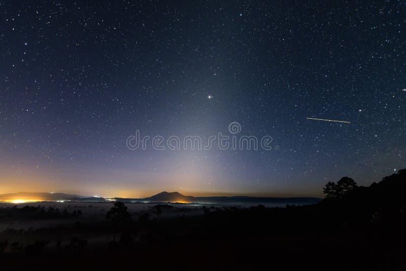 Download Zodiacal Licht stock foto. Afbeelding bestaande uit sterren - 107708160