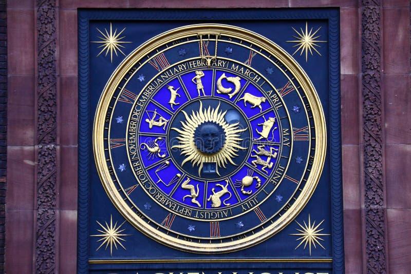 Zodiaktecken på klockan fotografering för bildbyråer