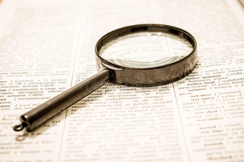 Zoek naar informatie Klassieke methode stock afbeelding