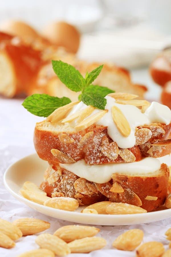 Zoet brood met yoghurt royalty-vrije stock foto