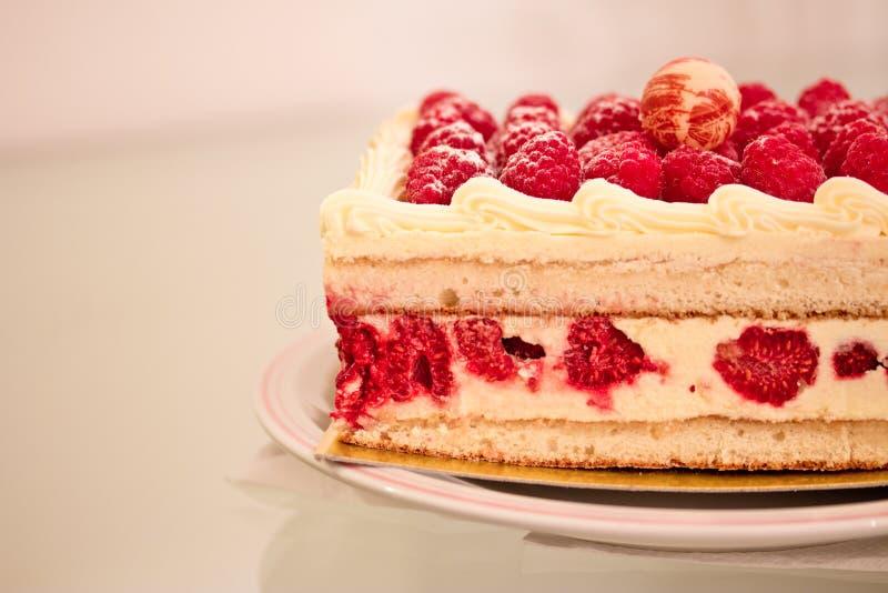 Zoet dessert: frambozen kaastaart stock afbeelding