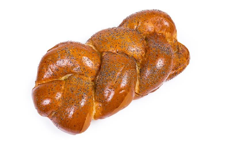 Zoet gevlecht brood met papaverzaden op een witte achtergrond stock foto