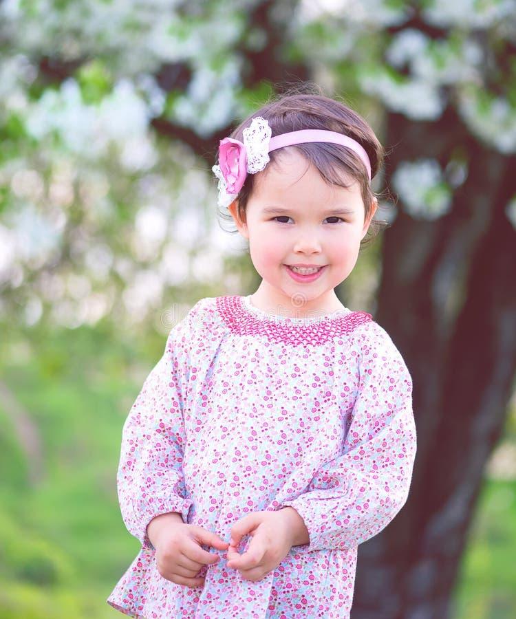 Zoet meisje in openlucht in de lente royalty-vrije stock foto's