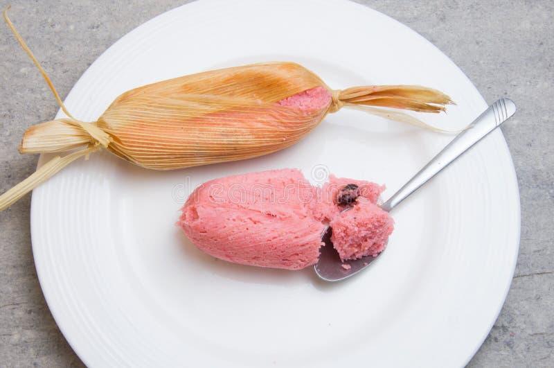 Zoet roze Mexicaans tamales ingediend graandeeg, voedsel in Mexico royalty-vrije stock foto's