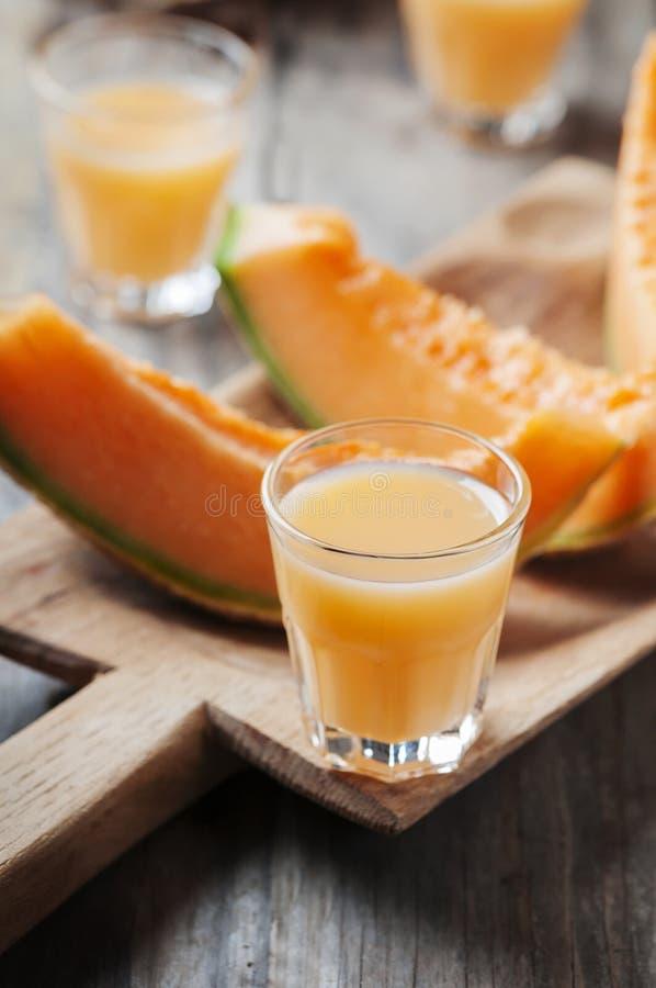 Zoete alcoholische likeur met meloen royalty-vrije stock afbeeldingen