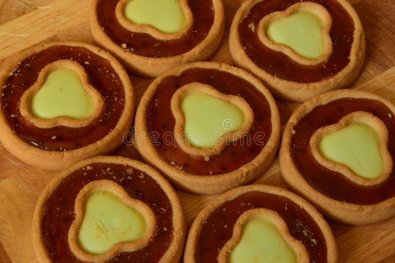 Zoete bakkerij met rode gelei royalty-vrije stock fotografie