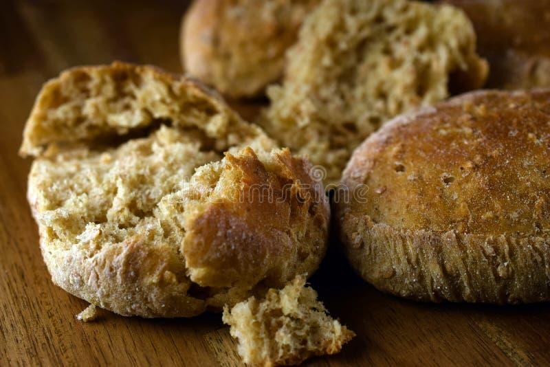 Zoete broodjes gebakken broodjes stock afbeeldingen