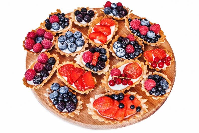 Zoete cakes met bessen stock fotografie