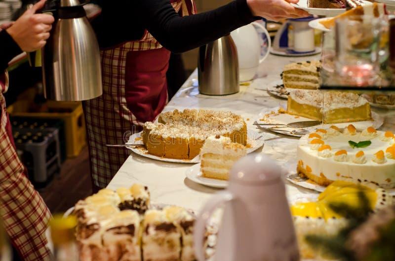 Zoete cakes voor verkoop stock foto's