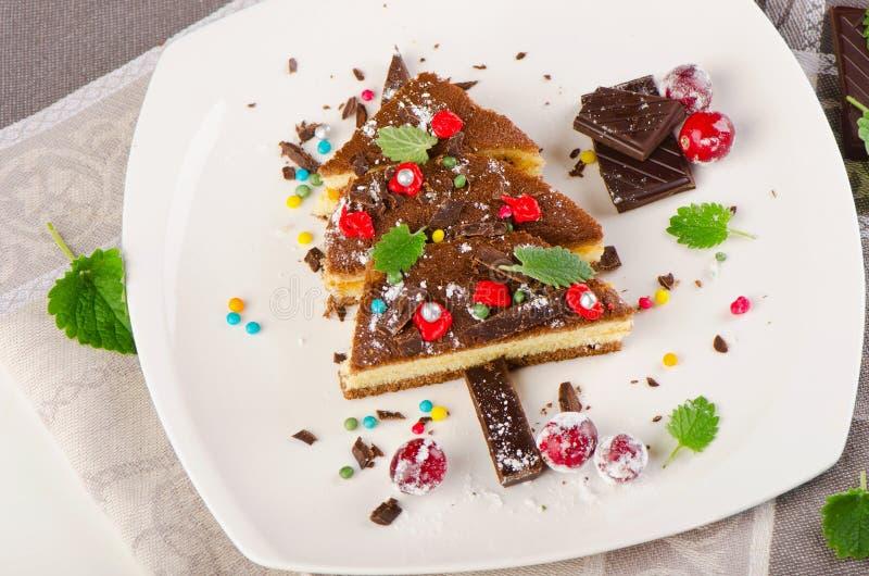 Zoete die Kerstboom van cake wordt gemaakt royalty-vrije stock fotografie