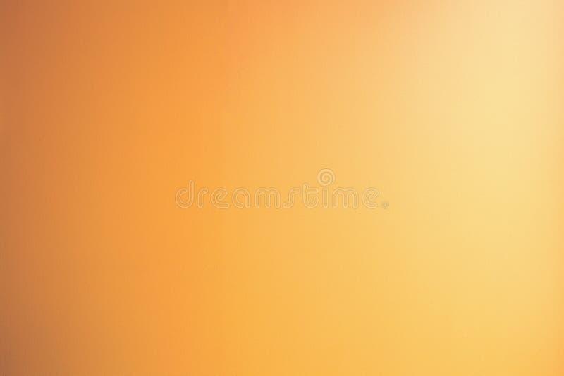 Zoete dromerige de wolkenachtergrond van de onduidelijk beeldpastelkleur oranje perzikkleur royalty-vrije stock afbeelding