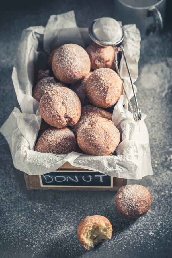 Zoete en verse heet en vers gebakken donutsballen royalty-vrije stock afbeeldingen