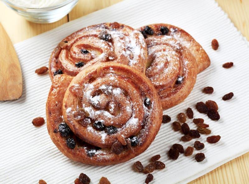 Zoete gebakjes met rozijnen stock fotografie