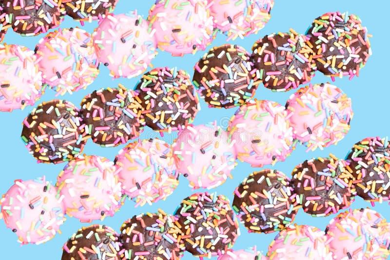 Zoete, heerlijke en kleurrijke donuts royalty-vrije stock foto