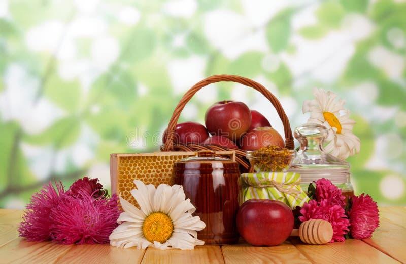 Zoete honing in kruik stock fotografie