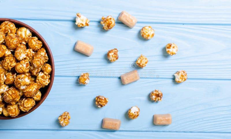 Zoete karamelpopcorn royalty-vrije stock fotografie