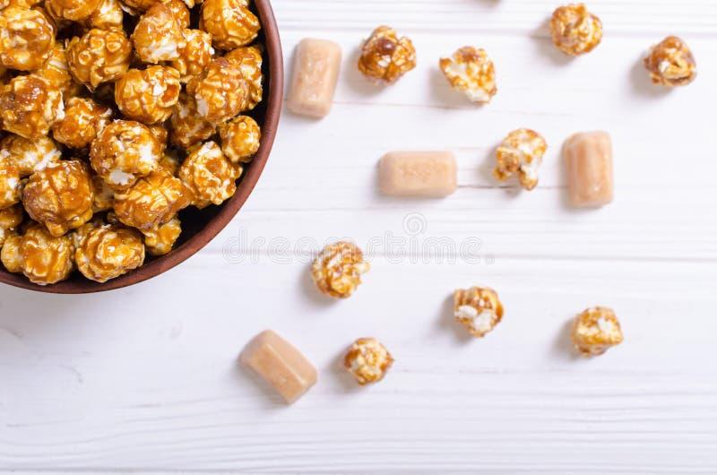 Zoete karamelpopcorn royalty-vrije stock foto's