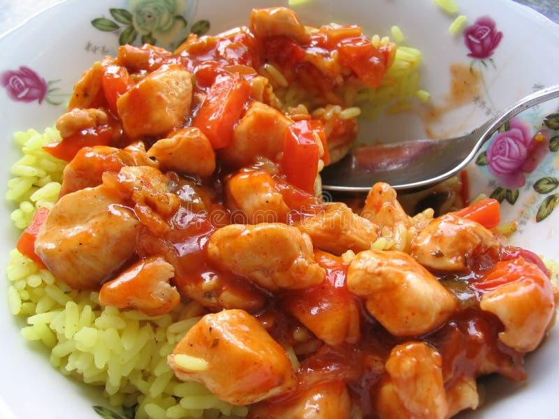 Zoete kip met gele rijst stock afbeelding