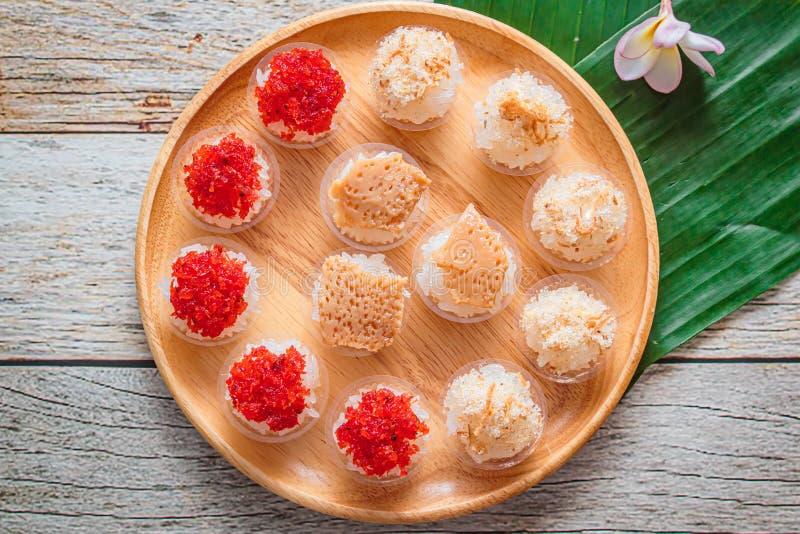 Zoete kleverige rijst met Thais vla en garnalenbovenste laagje, Thais Dessert stock foto