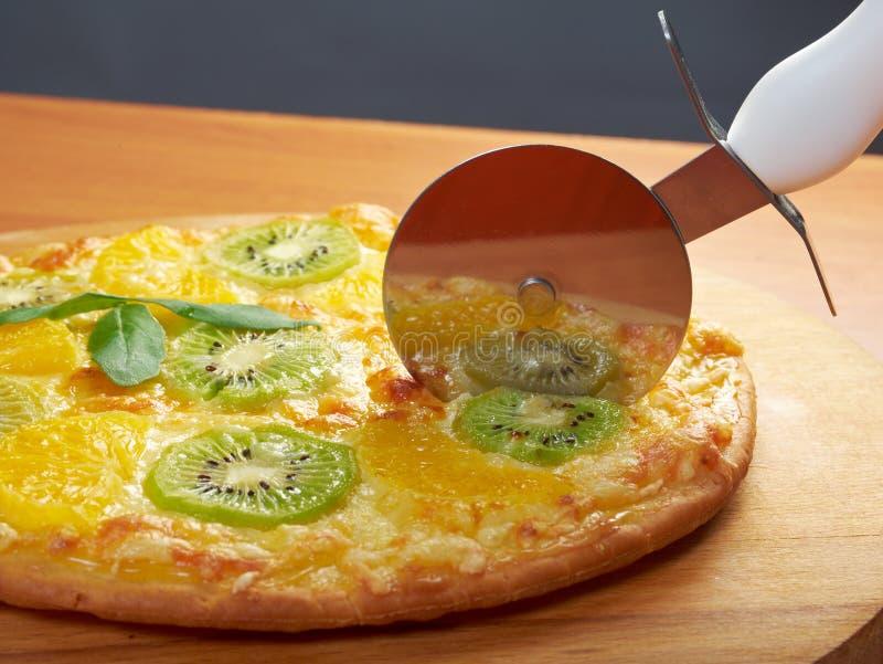 Zoete pizza met fruit royalty-vrije stock afbeeldingen