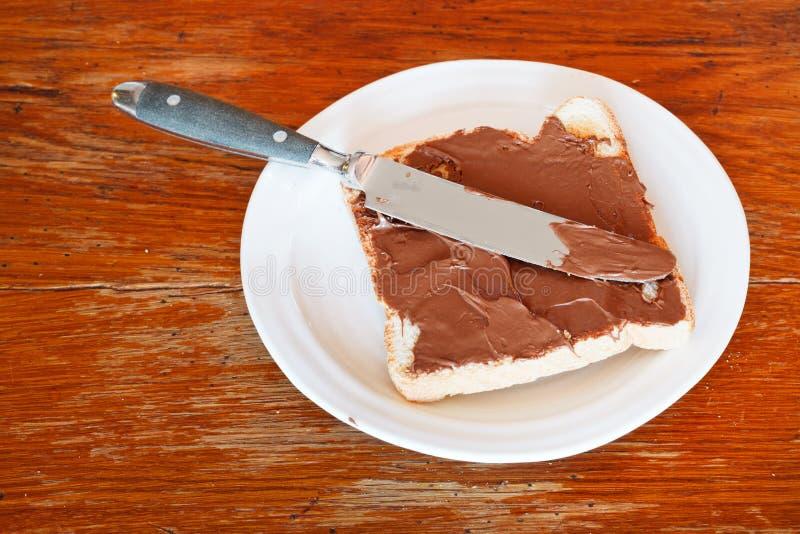 Zoete sandwich - toost met uitgespreide chocolade stock afbeeldingen