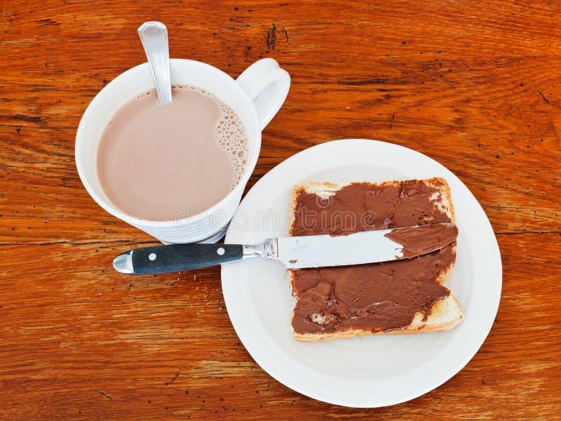 Zoete sandwich - toost met uitgespreide chocolade royalty-vrije stock afbeeldingen