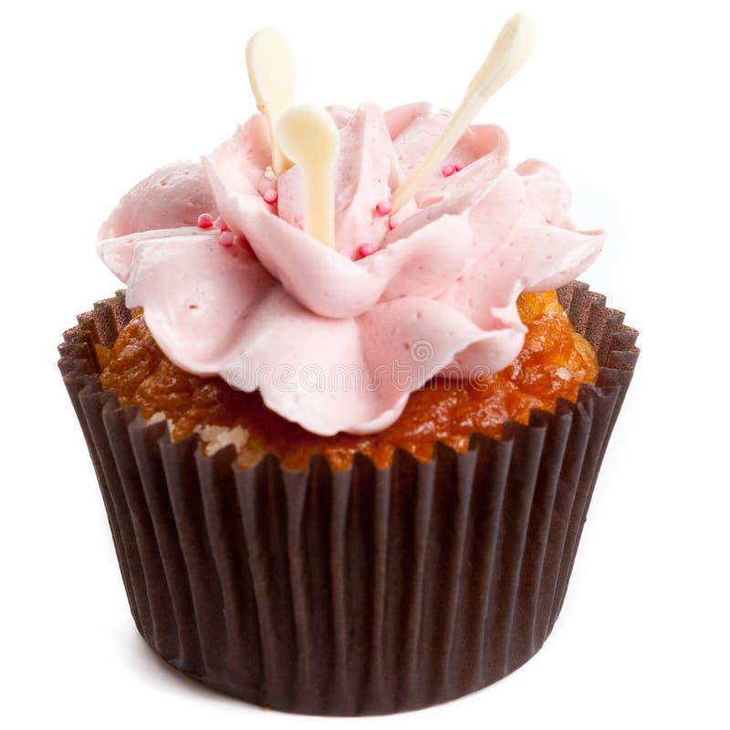 Zoete smakelijke eigengemaakte cupcake met geïsoleerde aardbeiroom royalty-vrije stock foto's