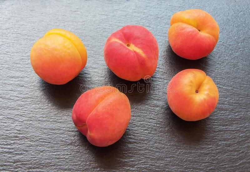 Zoete verse perziken stock fotografie