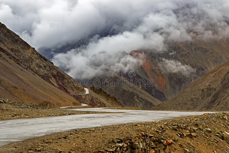 Zojila passerande - högst indisk nationell huvudväg royaltyfri bild
