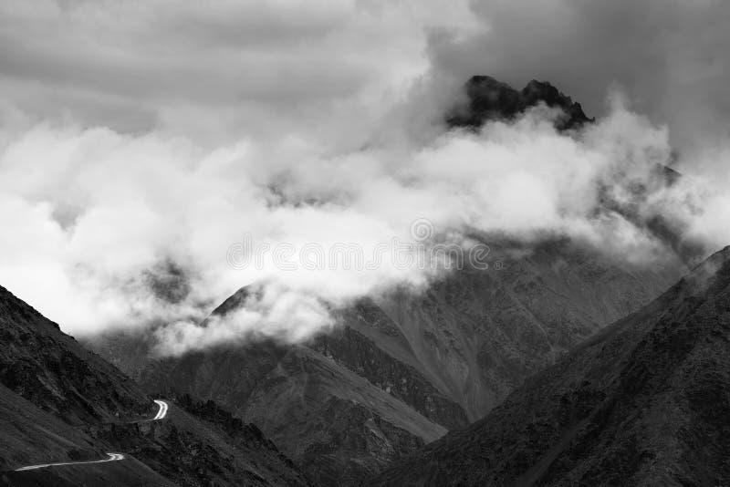 Zojila passerande - högst indisk nationell huvudväg fotografering för bildbyråer