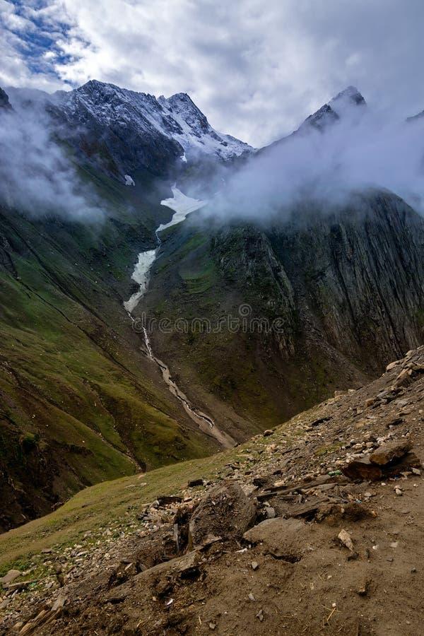 Zojila passerande - högst indisk nationell huvudväg royaltyfri fotografi