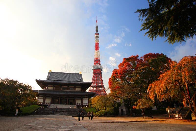 Zojoji寺庙和东京铁塔 库存照片