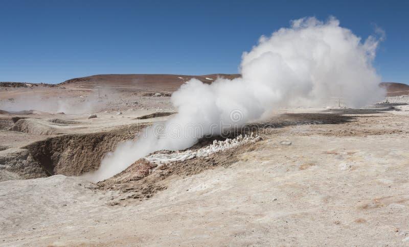 Zol De Manana, dekatyzować geotermiczny i gejzeru pole, Reserva Nacional De Fauna Andina Eduardo Abaroa, Boliwia zdjęcie royalty free