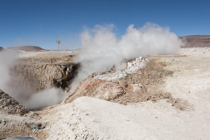 Zol De Manana, dekatyzować geotermiczny i gejzeru pole, Reserva Nacional De Fauna Andina Eduardo Abaroa, Boliwia obrazy stock