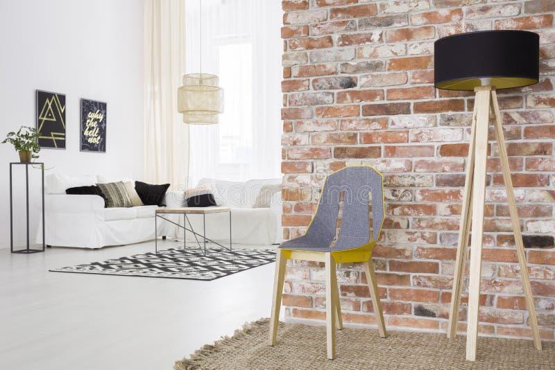 In zolder met bakstenen muur royalty-vrije stock foto's