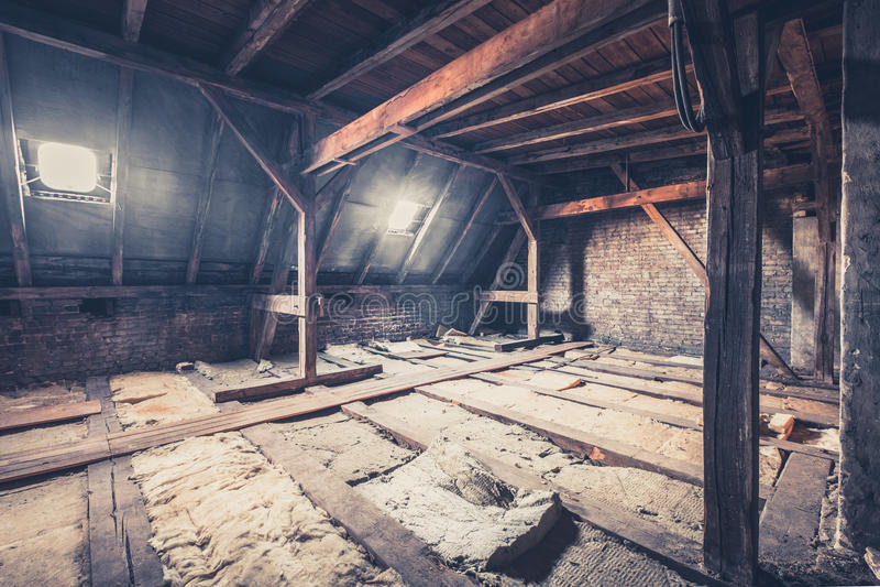 zolderkamer, zolderzolder/dakbouw royalty-vrije stock foto