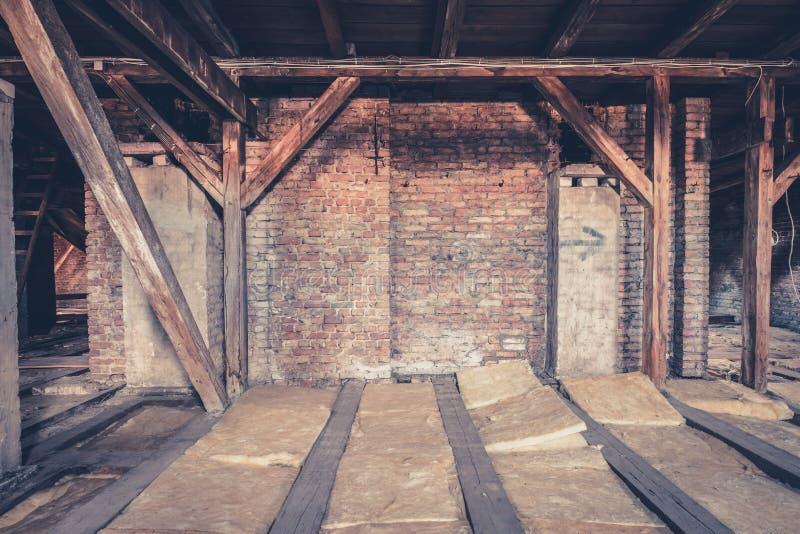 zolderzolder/dakbouw stock foto