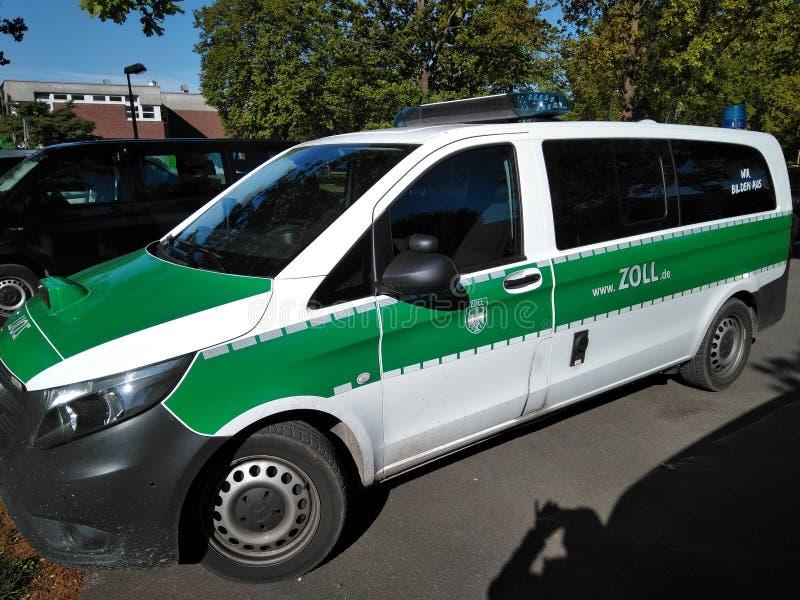 Zoll, bestelwagen, Douane, Duitsland, handhavingsauto, vrachtwagen royalty-vrije stock fotografie