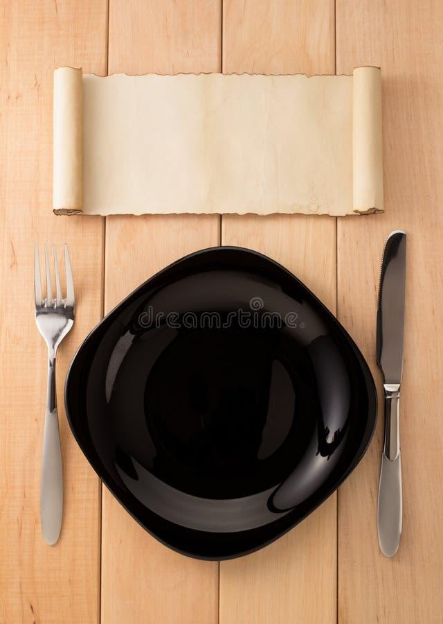 Zolla, coltello e forcella su legno fotografie stock