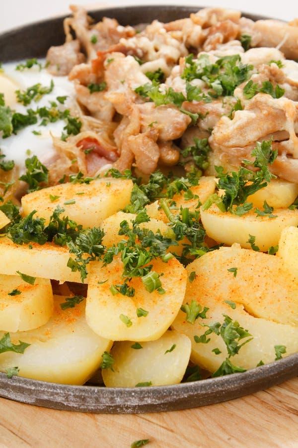 Zolla della carne con le patate fotografia stock