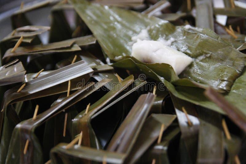 Zolla-Sai di Khanom (farina cotta a vapore con il materiale da otturazione della noce di cocco) fotografia stock libera da diritti