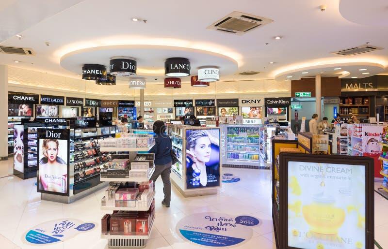 Zollfreie Kosmetikboutiquen, der internationale Flughafen Bangkoks lizenzfreies stockfoto