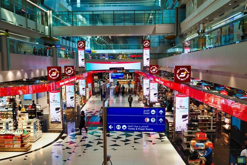 Zollfreies Einkaufen, Dubai International-Flughafen, Arabische Emirate lizenzfreie stockfotos