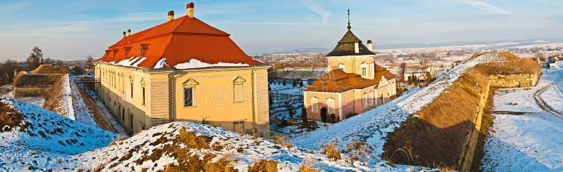 Zolochiv, Lviv Oblast, de Oekraïne, 25 December, 2012, Panoramamening van Zolochiv-Kasteel in Lviv Oblast, de Oekraïne royalty-vrije stock foto's