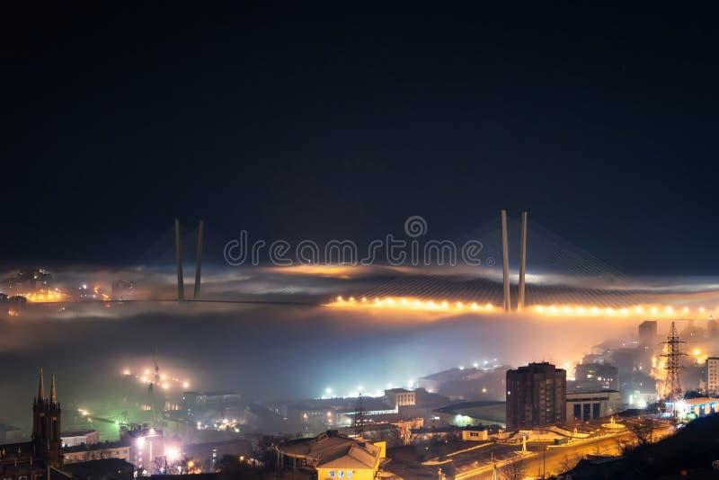 Zolotoy Rog Bridge. royaltyfri foto