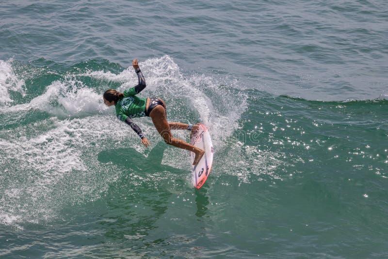 Zolu Aguirre surfing w samochodów dostawczych us open surfing 2019 obrazy stock
