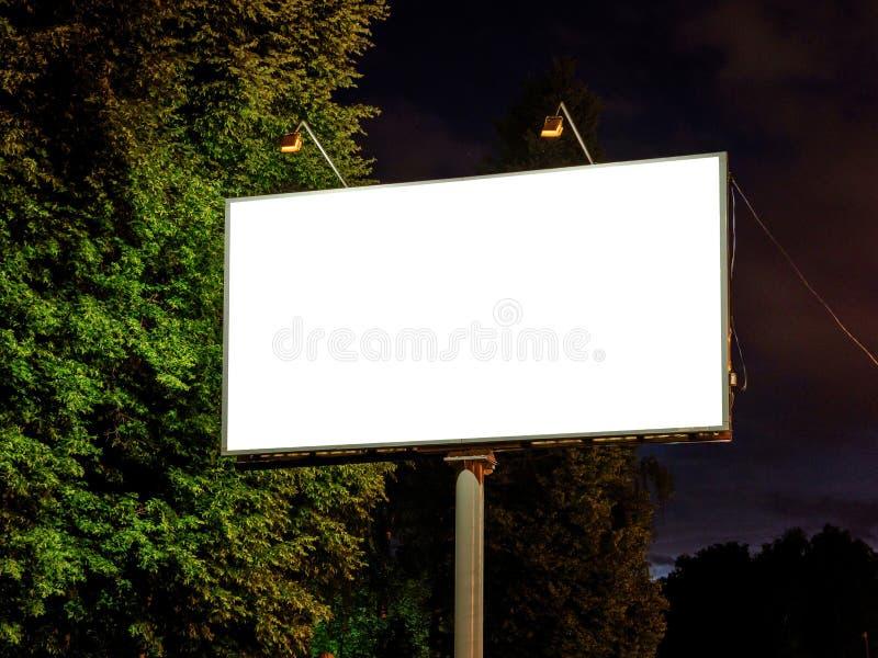 Zombaria da placa acima do quadro de avisos vazio branco fotos de stock